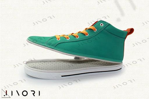 کفشی با رویه های متفاوت !؟